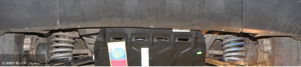 В процессе снятия защиты стартера на Шевроле Нива