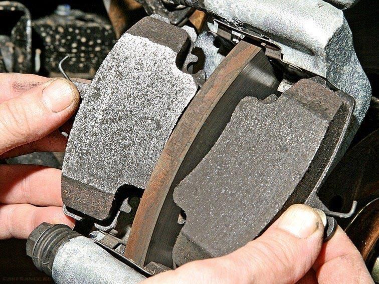 Демонтаж колодок с тормозного диска
