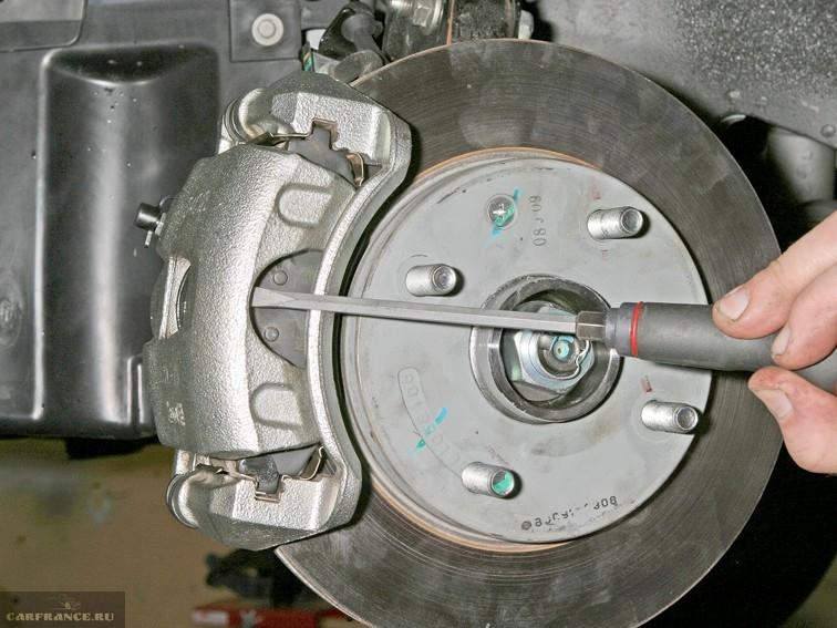 Раздвигаем колодку инструментами