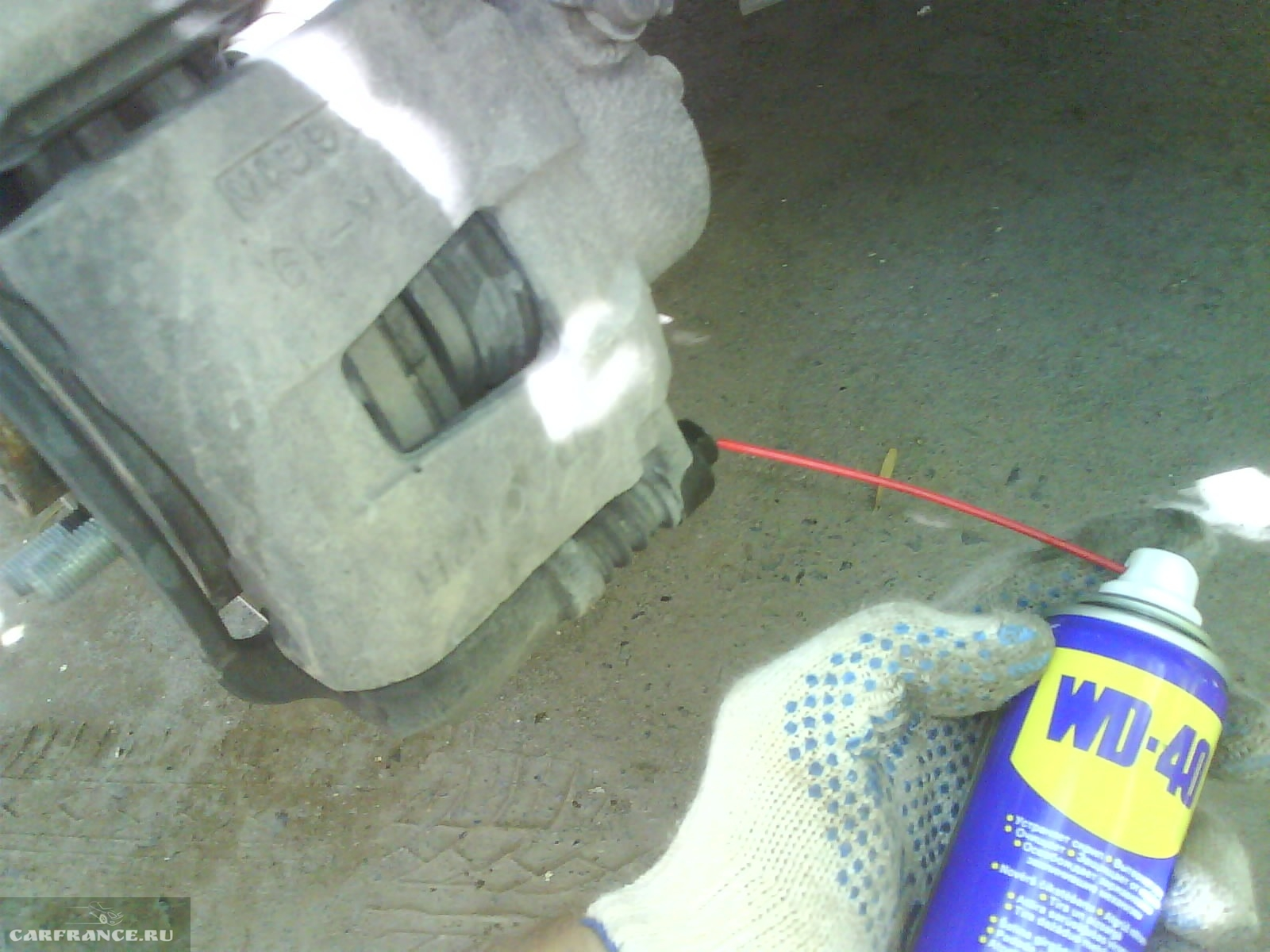 Смазка тормозных колодок WD-40 на Шевроле Лачетти