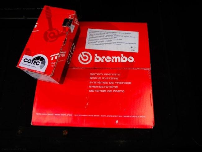 Передние тормозные колодки Brembo красные на Шевроле Лачетти