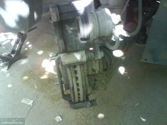 Совмещение тормозной колодки и диска на Шевроле Лачетти