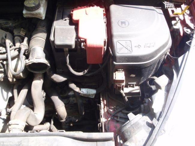 Демонтаж воздушного фильтра Пежо 308