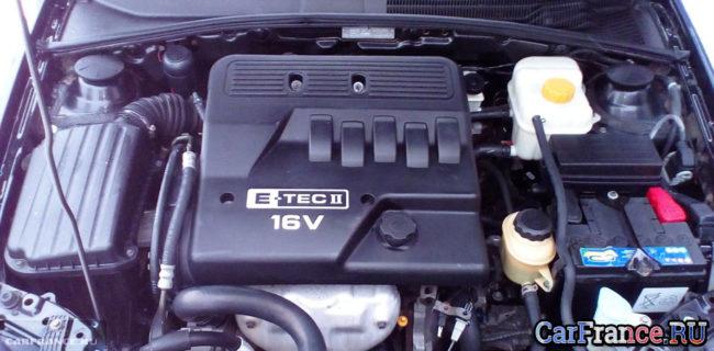 Двигатель Шевроле Лачетти под капортом