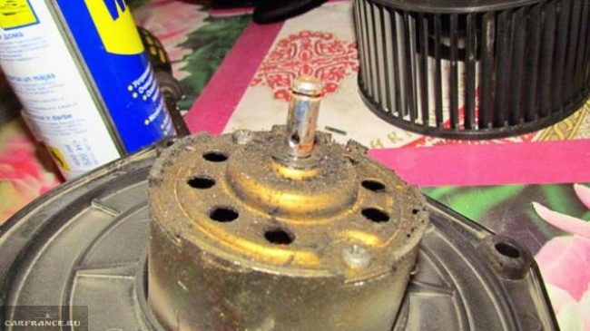Демонтированный электродвигатель отопителя Нива Шевроле