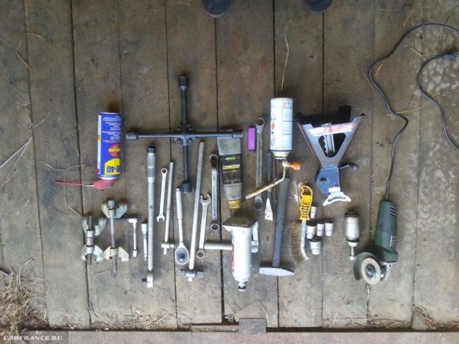 Необходимый инструмент для демонтажа сайлентблоков на Нива Шевроле
