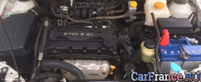Двигатель 1.6 Шевроле Лачетти под капотом