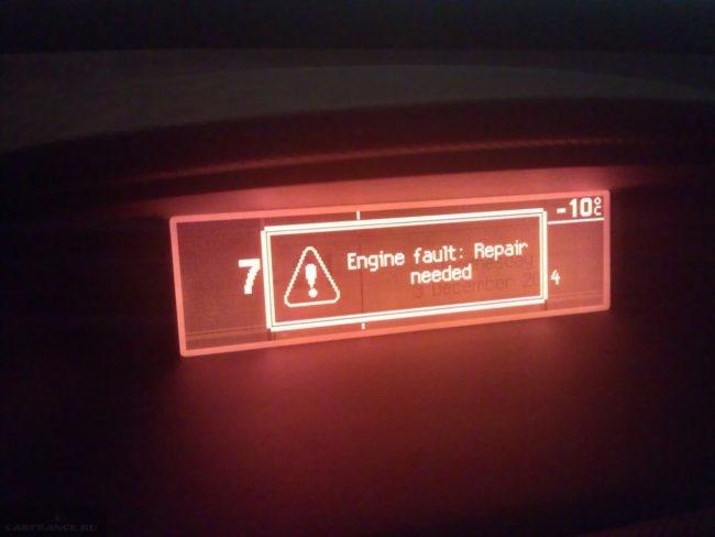 На бортовом компьютере Пежо 308 высвечивается ошибка Engine fault: repair needed