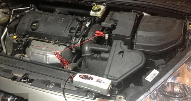 Подзарядка аккумулятора не снимая его на Пежо 308