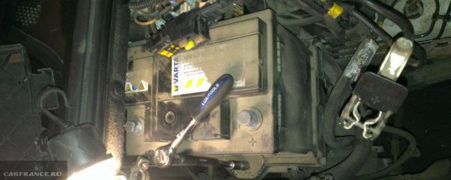 Полярность аккумулятора на Пежо 308 обратная