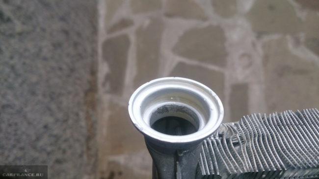 Чистый радиатор после промывки на Пежо 308