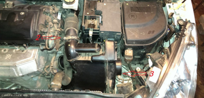 Демонтаж воздушного фильтра на Пежо 308