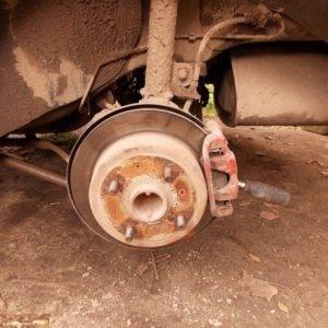 Снятие тормозного суппорта на заднем колесе Шевроле Лачетти