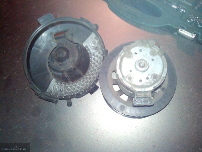 Оригинальный вентилятор печки на Пежо 307 в разобранном виде