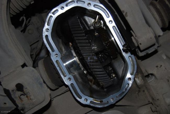 Внутренности механической коробки передач на Шевроле Лачетти