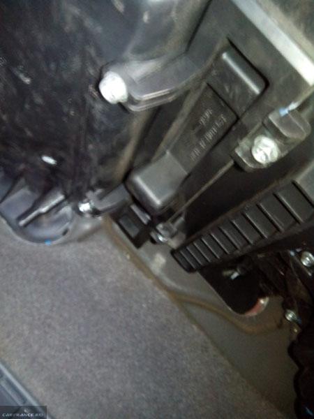 Заглушка салонного фильтра на Шевроле Лачетти