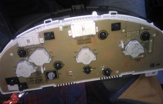 Замена ламп подсветки панели приборов на Шевроле Лачетти