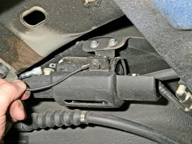 Процесс замены топливного фильтра Шевроле Лачетти