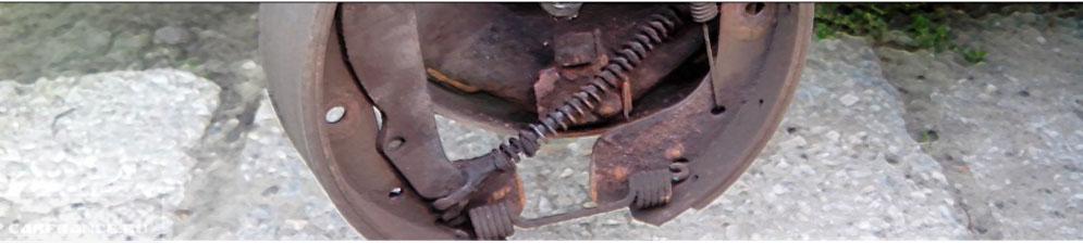 Демонтаж задних тормозных колодок на Шевроле Ланос