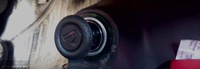 Проверка фиксации прикуривателя в гнезде на Шевроле Ланос