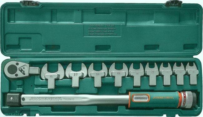 Динамометрический ключ с набором размерных головок для затяжки болтов клапанной крышки Шевроле Лачетти