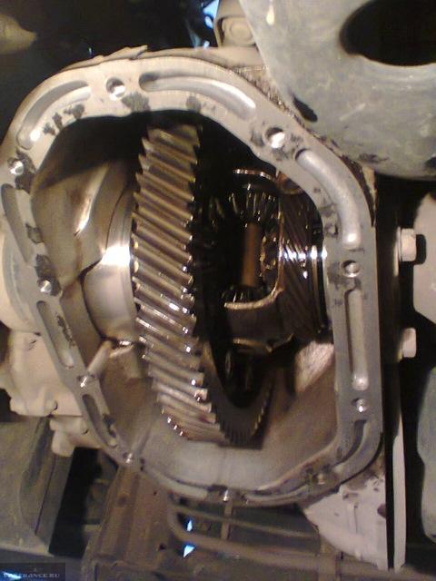 Внутренности коробки передач без масла на Шевроле Ланос