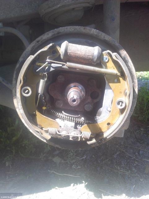 Обратная сборка тормозных колодок на Шевроле Авео
