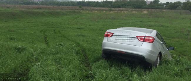 Клиренс Лада Веста в полевых условиях бездорожья