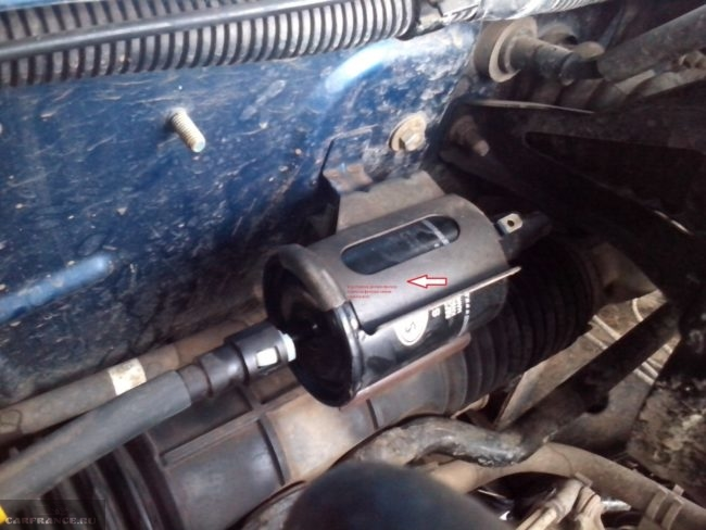 Топливный фильтр под капотом Шевроле Ланос