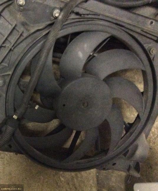 Вентилятор охлаждения радиатора на Пежо 206