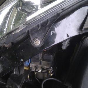 Фара на Пежо 206 без защитной крышки