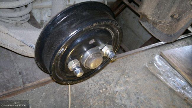 Демонтаж заднего тормозного барабана на Шевроле Ланос
