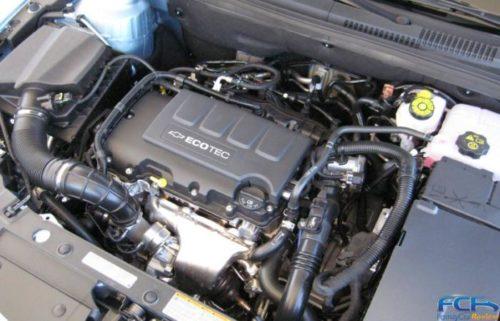 Двигатель 1.8 на хэтчбек Шевроле Круз под капотом