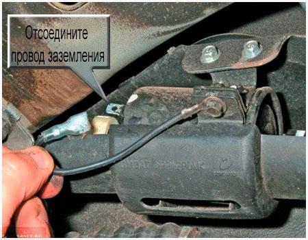 Демонтаж заземления топливного фильтра Шевроле Авео