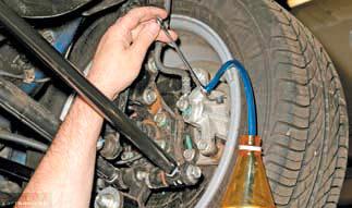 Процесс прокачки тормозной системы Шевроле Лачетти