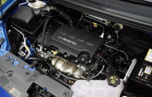 Двигатель 1.6 хэтчбек на Шевроле Авео под капотом