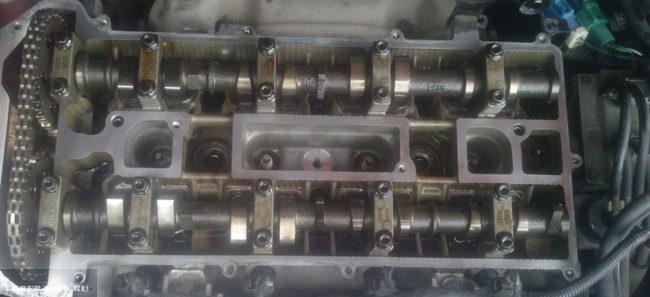 Чистый двигатель на Форд Фокус 2 изнутри