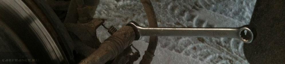 Демонтаж задних тормозных колодок на Шевроле Круз