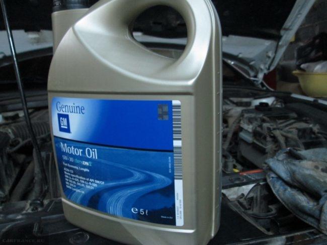 Моторное масло Genuine на Шевроле Круз заводское