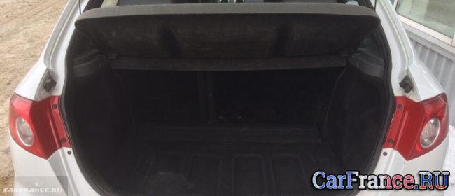 Открытая крышка багажника на Шевроле Лачетти хетчбек