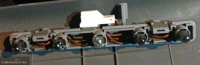 Пять ламп в стоп-сигнале на хетчбеке Шевроле Лачетти