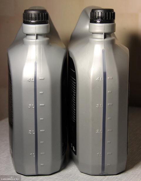 Мерные ёмкости сверху родной и оригинальной упаковки с маслом на Форд Фокус 2