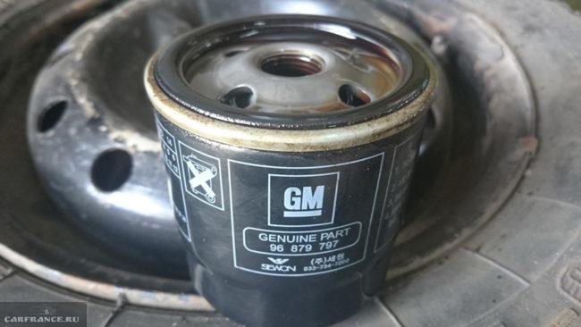 Оригинальный масляный фильтр на Шевроле Круз
