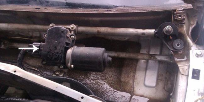 Проверка напряжения на моторчике омывателя Шевроле Лачетти