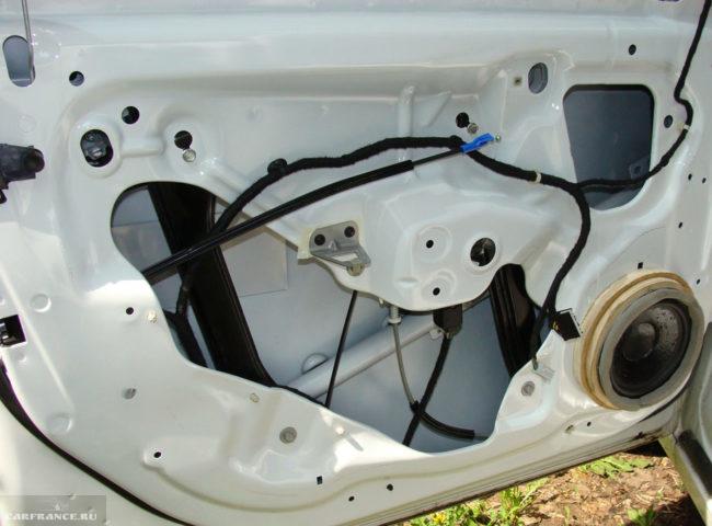 Дверная карта водителя на Шевроле Круз без обшивки