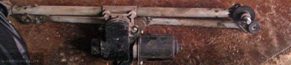 Моторчик и трапеция омывателя на Шевроле Лачетти