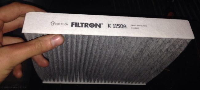 Обычный салонный фильтр на Форд Фокус 2
