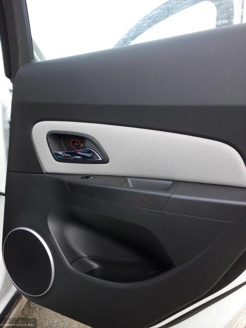Саморез крепления обшивки задней двери к кузову на Шевроле Круз