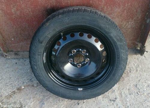 Штампованный диск на Форд Фокус 2 с резиной