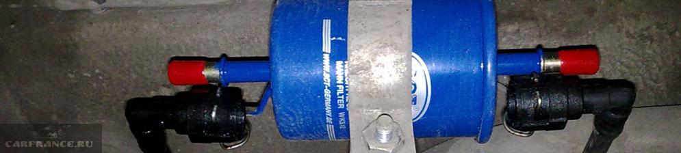 Топливный фильтр под днищем автомобиля